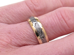 Stainless Damascus Ring in 18K Gold with Wide Rails
